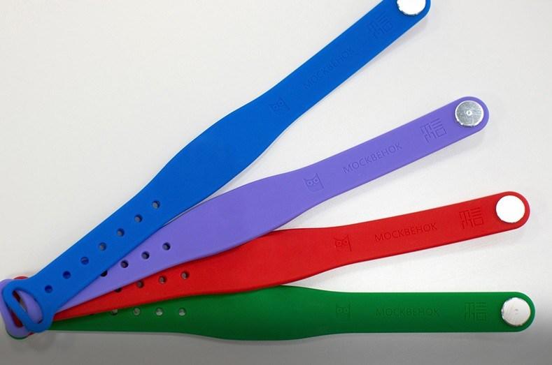Для столичных школьников создали электронные браслеты